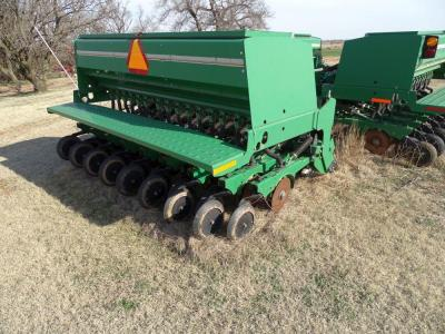 2010 Great Plains Solid Stand 30 ft Grain Drill, Model 3S3000HD