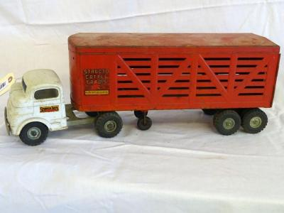 "Structo Cattle Farms Inc iron white truck, C-3044 & red metal cattle trailer (16""), back doors open, some rust"