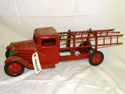 Unmarked metal fire truck w/metal wheels, includes extension ladders, 22""