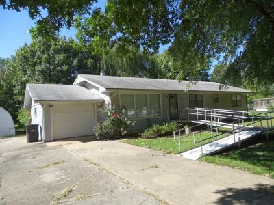 1111 Maple Park St, Arkansas City KS ~ 3 BR, 2 BA, 1364 sqft Ranch
