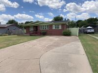 616 N Delrose, Wellington KS ~ 3 BR, 1 BA, 1415 sf, Full Brick Ranch