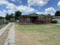 616 N Delrose, Wellington KS ~ 3 BR, 1 BA, 1415 sf, Full Brick Ranch - 3