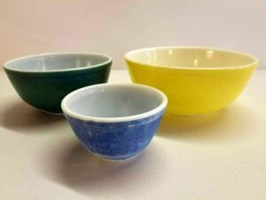 Pyrex nesting bowls- 3pc Partial set- Yellow, Green, Blue