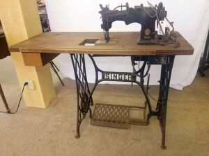 Singer Sewing Machine, 2/3 HP, Ser No. 72W19