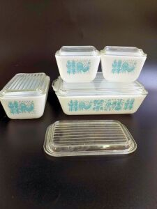 Complete set of Pyrex Amish Butterprint Refrigerator Dishes,Fridge Container, Turquoise Blue and White
