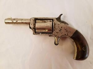 Victor No.2 Revolver, rust spots, no serial number found