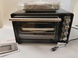 New KitchenAid Compact Oven, new cookie sheet and hot dog Broiler