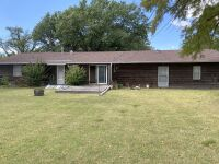 611 N Morningside Dr, Wellington KS