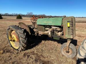 "1949 JD ""MT"" gas tractor, single front wheel, rear belt pulley, Ser #18121, does not run / salvage"