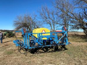 Blumhardt field sprayer, 700 gal fiberglass tank, 32' booms (total 64'), walking tandem axle