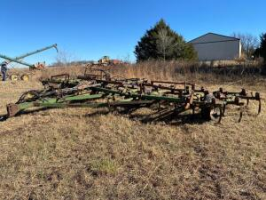 Glencoe 30' folding field cultivator, partial harrow